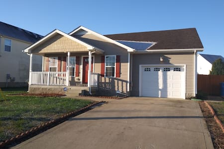 Whole house, extended stay Abnb! Monthly discount!