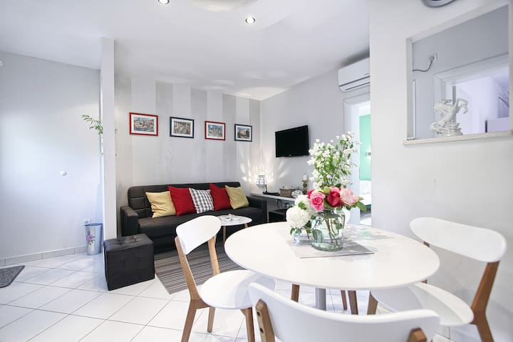 Newly decorated apartment Camelia - Apartments for Rent in ...