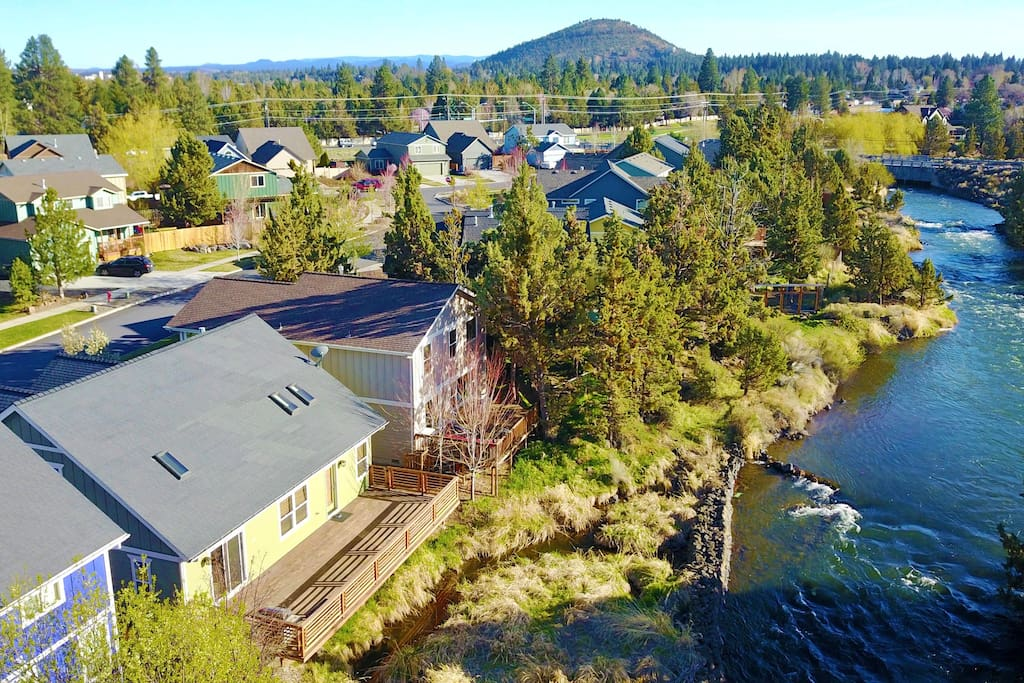 Easy deck access to your private entrance room along the canal.  See the scenic views of Bend, Oregon!