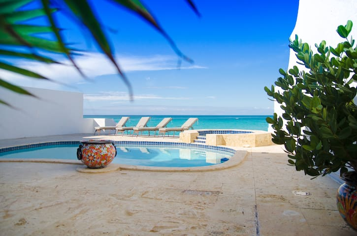 Cable Beach - Bahamian Villa in private Community