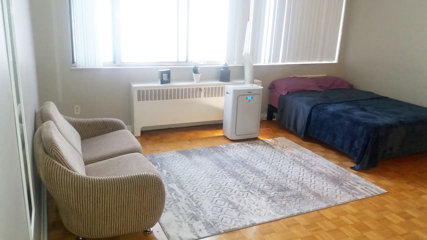 Cozy shared bachelor Apartment (FEMALE ONLY)