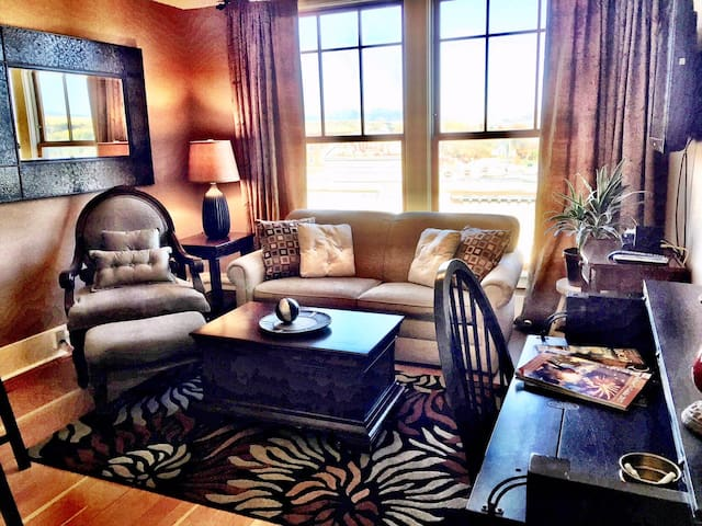 Classy Historic Penthouse in Downtown Livingston