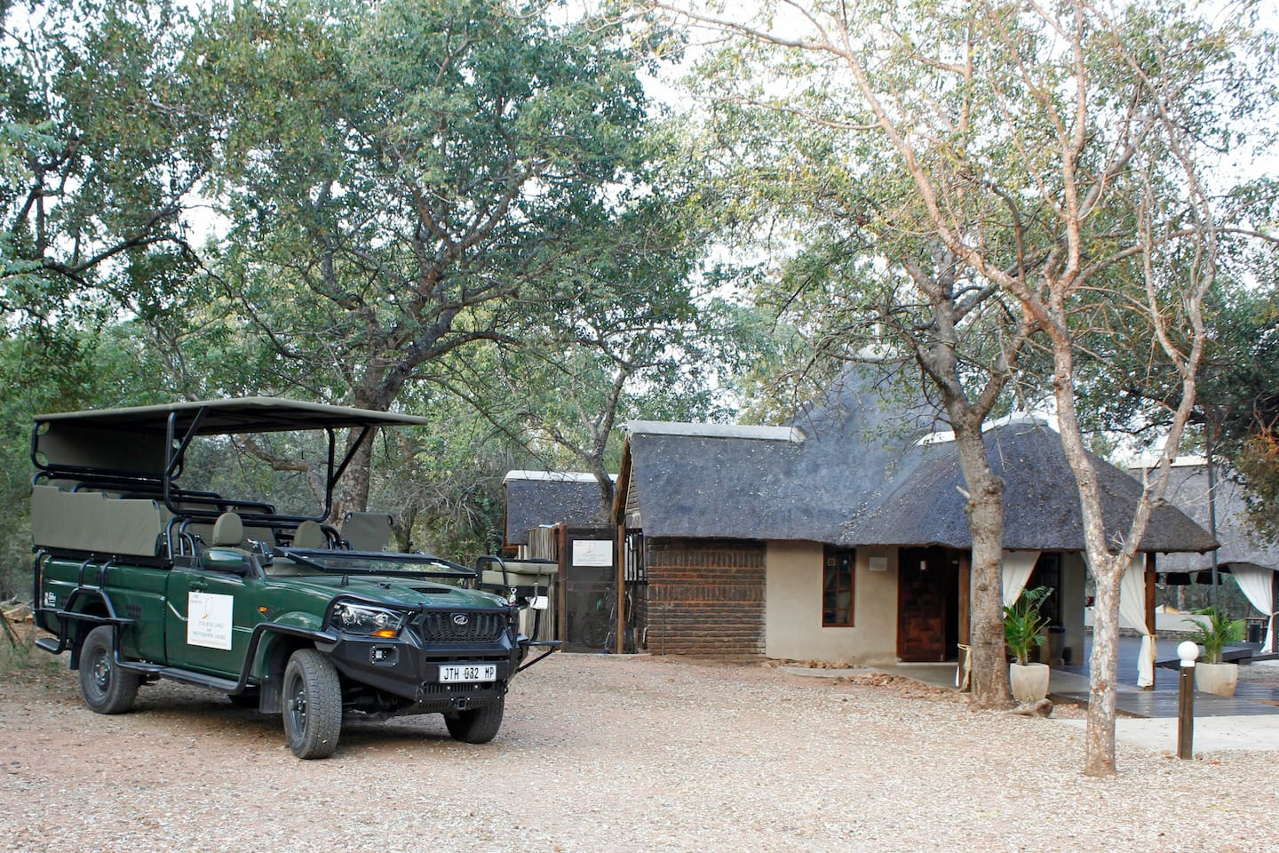 Open Vehicle Kruger Safaris & All-inclusive Kruger Packages with photographic safari ranger.