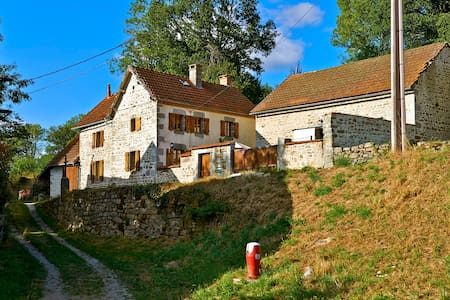 Rustic farmhouse in a small hamlet - Dontreix - Hus