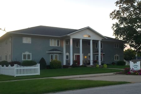 Furnished apartment close to downtown Carroll