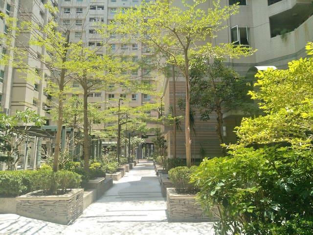 大樓中庭 garden at our flat complex
