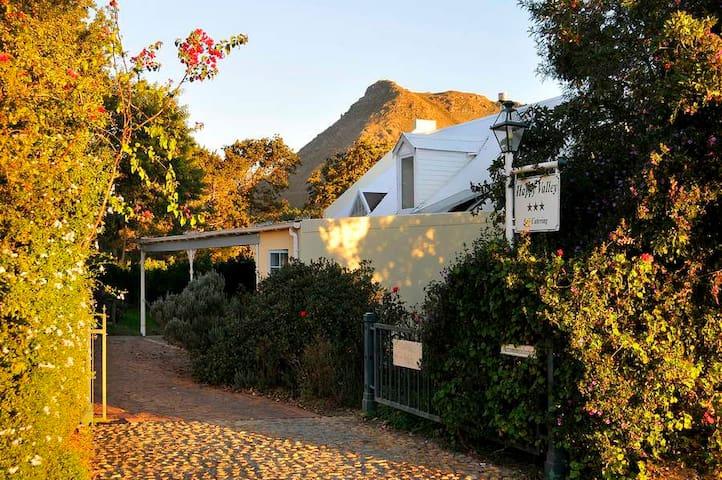 Happy Valley Guest Cottages: Lorraine