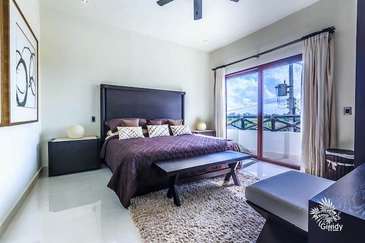 Guest room with queen bed on the street side.