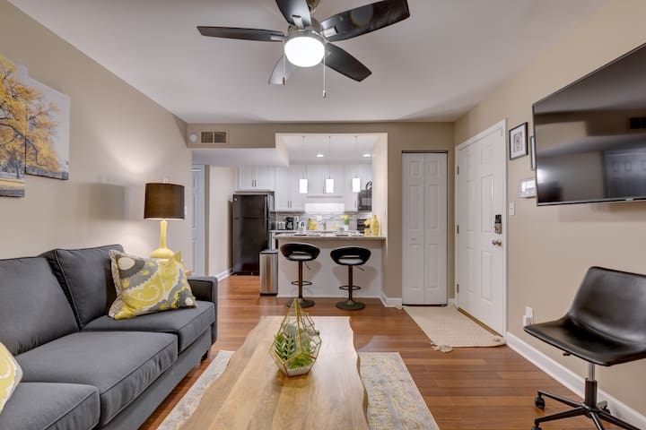 Beautiful & New Renovated Condo in Gated Community