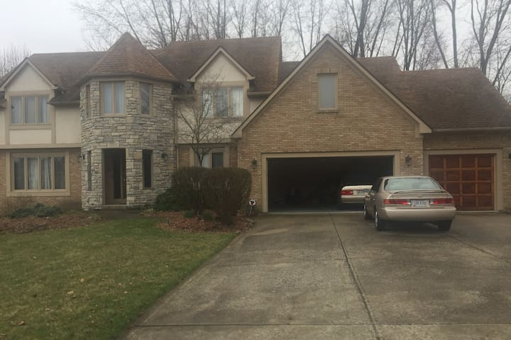 Full, Private basement w kitchen in North Columbus - Westerville - Дом