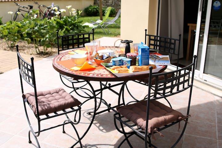 Studio cosy avec terrasse et jardin privé! - Saint-Laurent-de-la-Prée - Haus