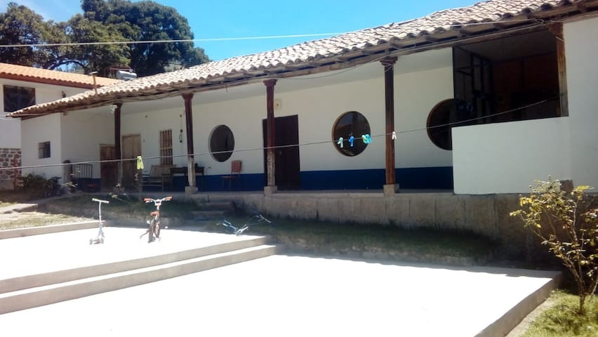 Family home  - Room - 2hrs from Cuzco City!