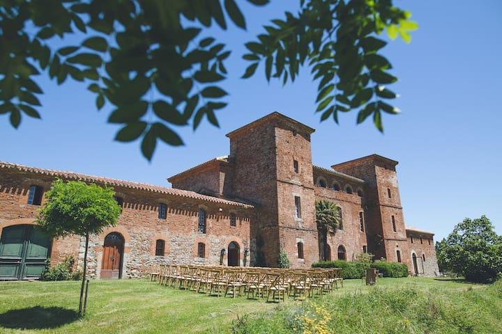 Château Fajac la Relenque near Toulouse