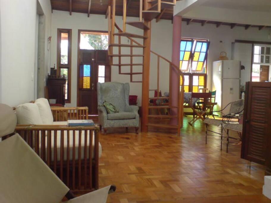 Large and brigth living room / Salón amplio y luminoso