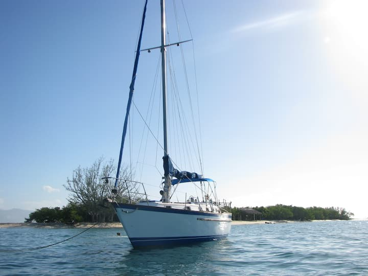 40' sailboat at anchor, Montego bay