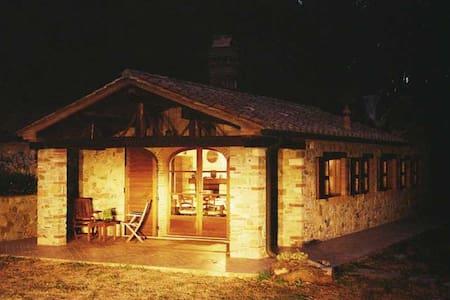 Haus für 4 mit großem Grundstück - Sassetta