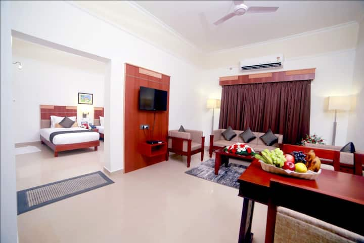 Contour Backwaters Resort - A/c Deluxe Suite