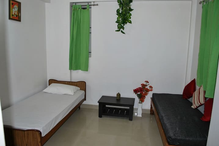 JINI Space- Single private room with attached bath