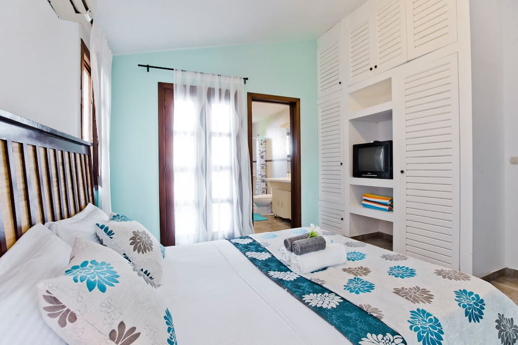 Go to sleep in a cooled room with big windows, stylish design and fresh linen. There is a lot of storing space for you.