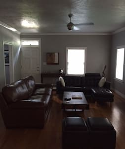 Urban Getaway, 2 Blocks from OU & Football Stadium - Hus