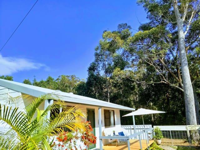 Coffs Coast Cottage > 500m to Water! Pet Friendly!