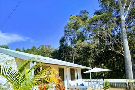 Coffs Coast Cottage > 500m to Water! Pet Friendly!