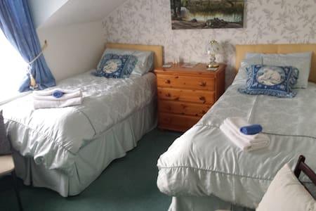 Keresen -Twin Bed- Shared Bathroom - Wadebridge