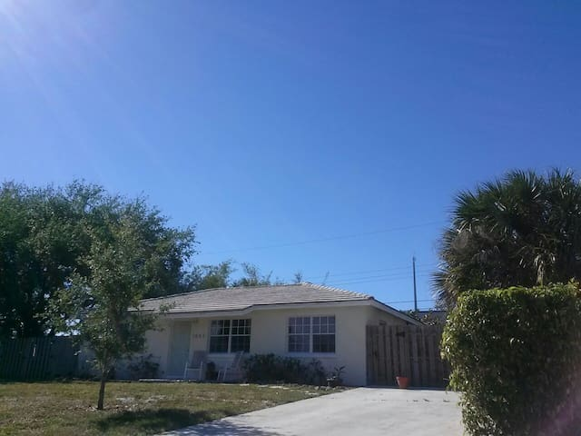 Spacious room, great location! - Lake Worth - Casa