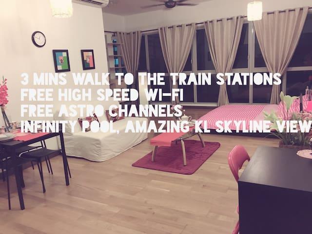 Modern Studio With Wi-Fi, 3 Mins to Train Stations