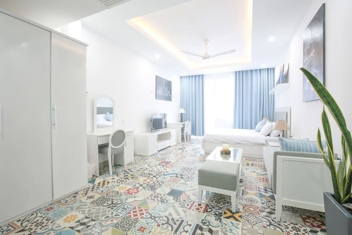 Lovely Bright Apartment In Central City