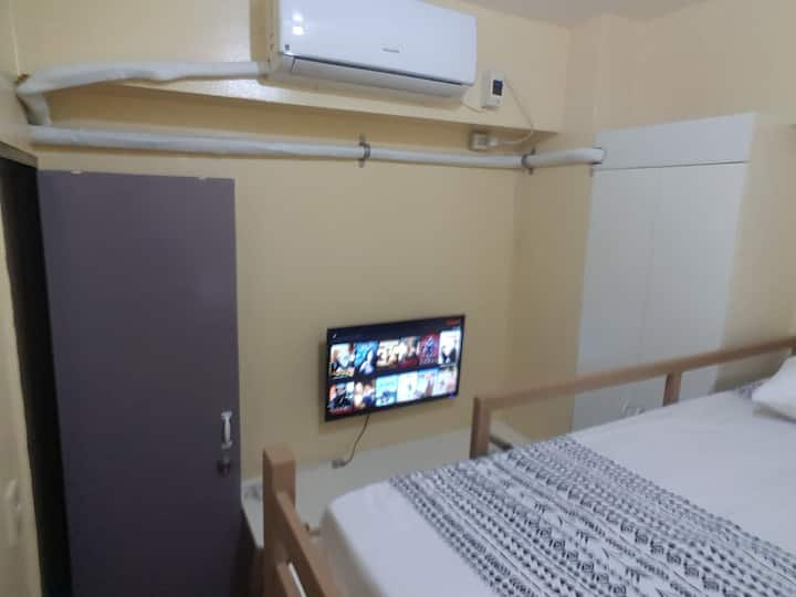 1 Min Makati Ave Private Bed A/C Room NFLX Salcedo