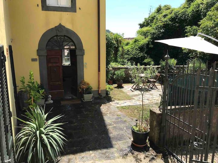Spacious apartment in authentic Tuscan villa
