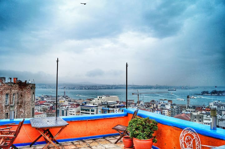 Cozy Flat With A Sea View And Terrace in Galata! - Beyoğlu - Lejlighed