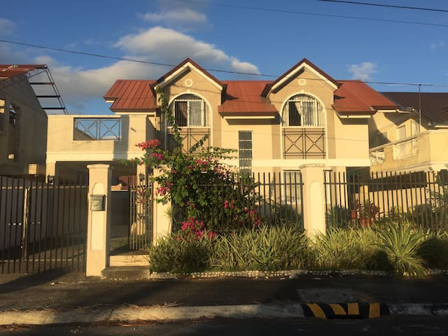 Spacious House For Rent near Tagaytay