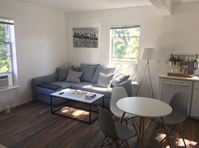 Chic, Perfectly located 1BR Seattle Apartment