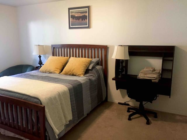 South Anchorage Harbor Room- 5 Min From Airport!