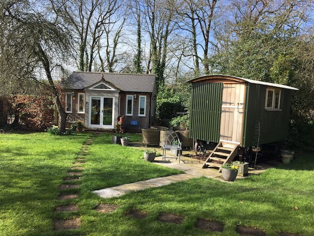 Shepherd's hut close to river with breakfast incl