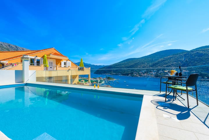 New apartment with pool near Dubrovnik