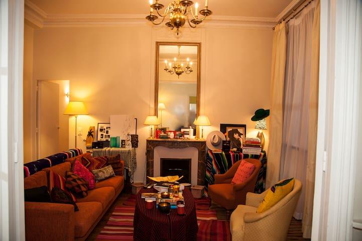 Quiet Room in a Quiet Apartment  PARIS 17eme