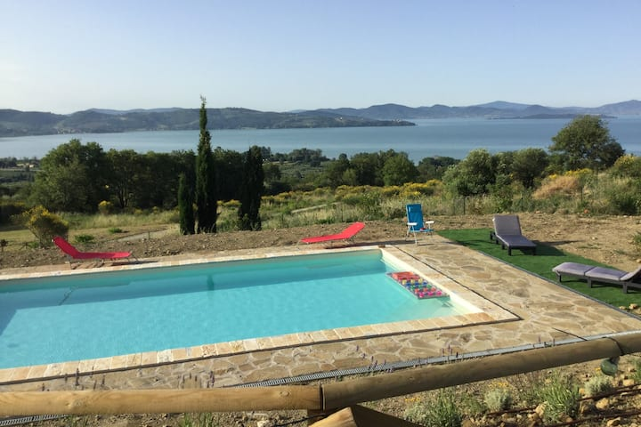 Panoramic lake view, detached house with pool