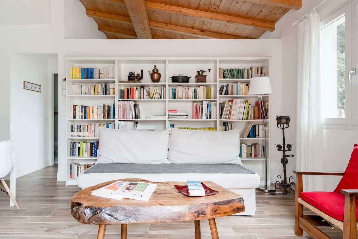 Luminosa casa indipendente immersa nel verde della Liguria