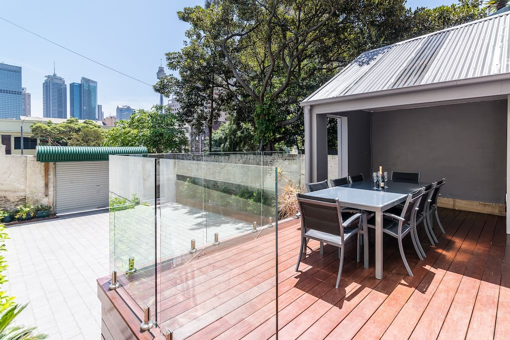 "Unwind on one of the largest terrace balconies in Darlinghurst. The outdoor dining table has private uninterrupted views of the city. Secure parking for 2 cars. ""Great host great place. Paul is very helpful, thoughtful & friendly"" Ollie Hilbert *****"