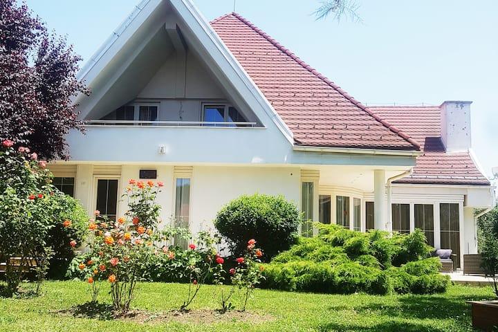 Lara Guest House