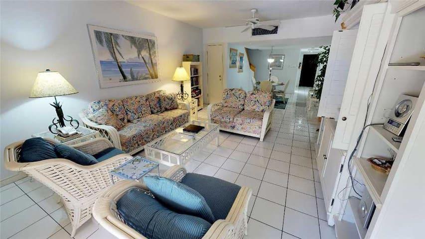 Lacovia Grand Cayman Unit 49