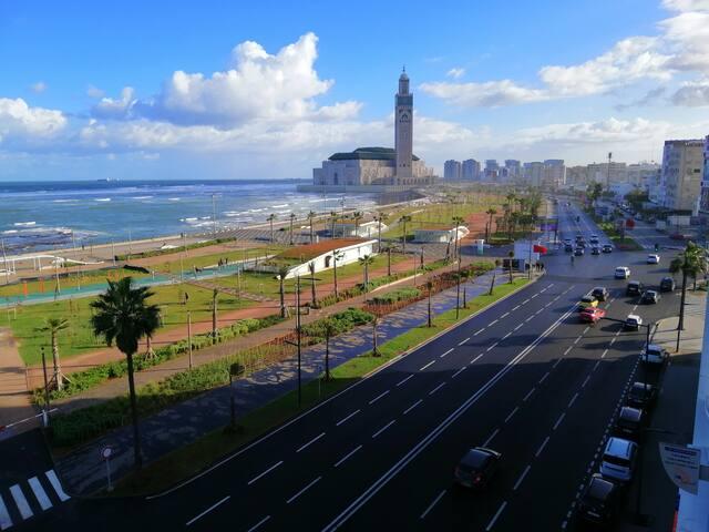 Appartement vue sur l'océan et la mosquée HassanII