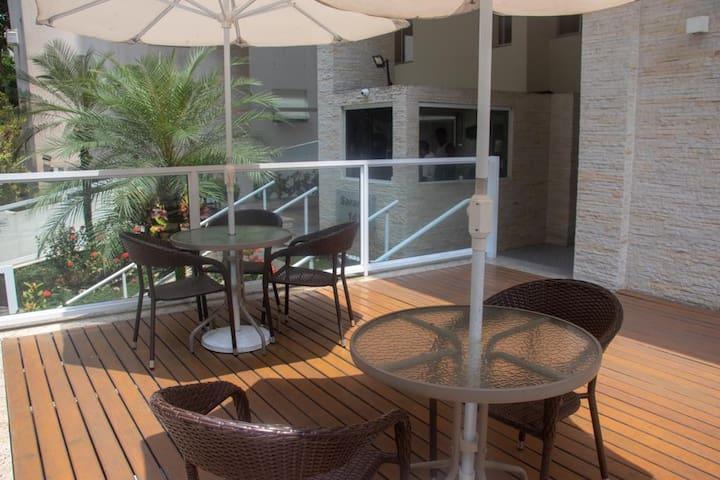 Pitangueiras  - Apartamento à 150m da praia!