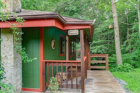 Garden Cottage at Magnolia Streamside Resort