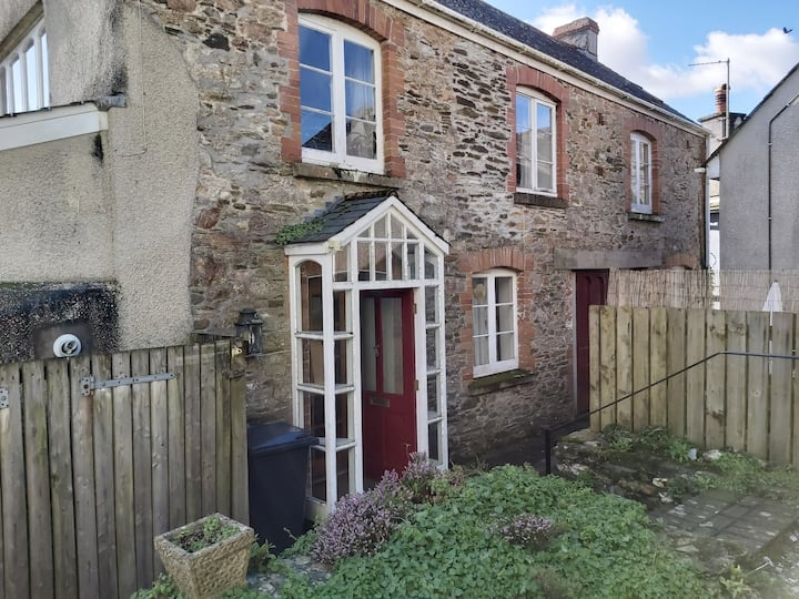 Converted cow barn in centre of  pretty Modbury