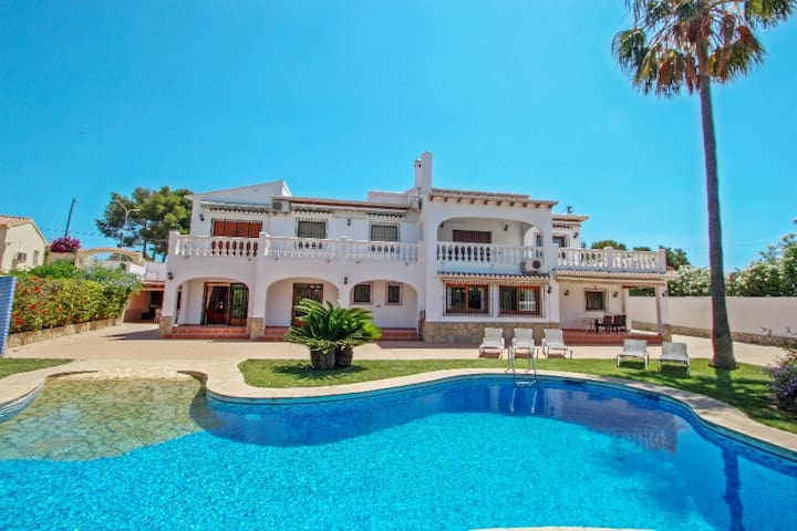 Ana y Paco - pretty holiday property with private pool in  Benissa
