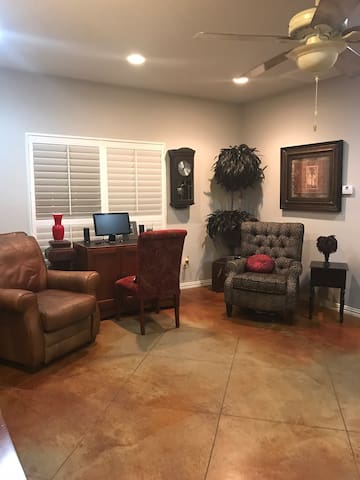 Near Casino Small Cozy Classy Guest Home, no fees